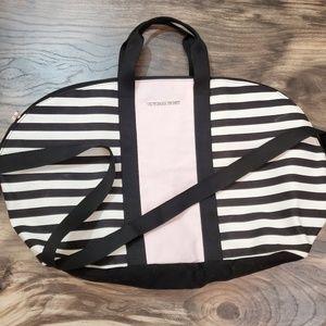 🎉5 for $25.00🎉 Victoria's SECRET Tote Bag